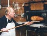 Cseh Ferenc aranykoszorús pékmester (Fotó: Fellegi Jenő, 2002)